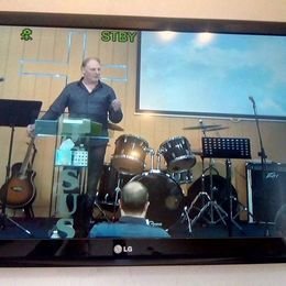 Hamish MacGregor ministering at Days of His Presence Men's Conference